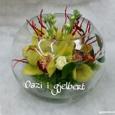 Kompozim me Orkide ne akuarium qelqi