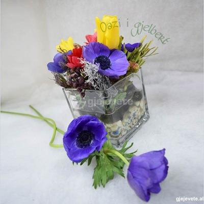 Kompozim lulesh ne vazo qelqi